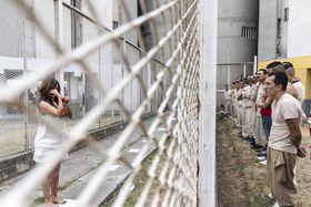 Performance  de Lorena Méndez en una cárcel, archivo personal de Fernando Fuentes