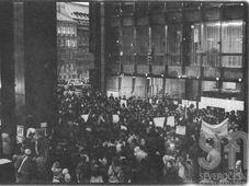 La demonstration devant le siège du Parlement tchécoslovaque, photo: Iva Borisjuková, Severočeské muzeum v Liberci / e-sbírky Národní muzeum, CC BY