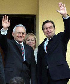 Leszek Miller and Gerhard Schroeder, photo: CTK