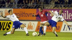 Томаш Росицки (в середине) в матче со сборной Югославии (Фото: ЧТК)