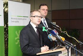 Tomáš Chalupa (vpředu) aPetr Nečas, foto: Vláda ČR