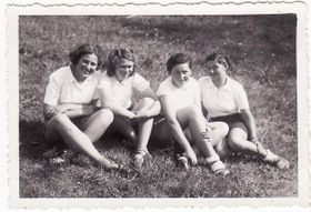 Zuzana (à gauche) avec des amies au Danemark, photo: sophieschoice.webgarden.cz
