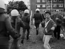 """""""Wir sind jung, wir sind stark"""" (Foto: YouTube)"""