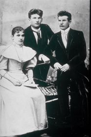 Geschwister Tomáš, Antonín und Anna Baťa (Foto: Archiv Thomas Bata Foundation, Public Domain)