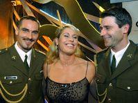 Decatlonista Roman Sebrle (por la izquierda), Vera Pospisilova y Jan Zelezny, foto: CTK