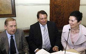 Václav Havel, Jiří Paroubek aMargot Klestil-Löffler, foto: ČTK