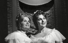 Marcela Machotková (a la derecha) y Naďa Šormová en 'Dos viudas', foto: YouTube