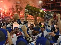 Kometa Brno, Leoš Čermák with a cup for the winner, photo: ČTK
