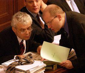 Cámara de Diputados aprobó el presupuesto del Estado para el año 2004, que cuenta con un déficit de 115 mil millones de coronas, foto: CTK