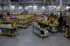 С чешского склада крупнейшего в мире интернет-магазина «Амазон» еженедельно отправляют сотни тысяч посылок, Фото: ЧТК