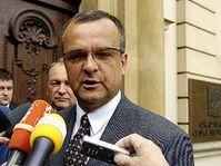 Předseda KDU-ČSL Miroslav Kalousek a jeho místopředseda Jan Kasal (druhý zleva) přicházejí na schůzku představitelů vládní koalice, foto: ČTK