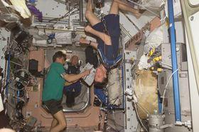 Kosmonauti na mezinárodní vesmírné stanici, foto: NASA, Wikimedia Commons, Public Domain