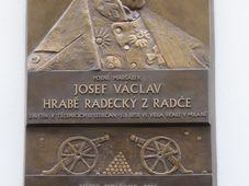 Pamětní deska věnovaná Josefu Radeckému, foto: Martina Schneibergová