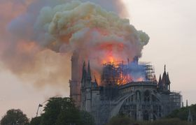 Cathédrale Notre-Dame de Paris en feu, photo: GodefroyParis, CC BY-SA 4.0