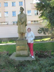 Marie Bohuňovská vedle sochy T. G. Masaryka, foto: Martina Kachlíková