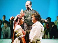 Опера Бедржиха Сметаны «Проданная невеста» (Фото: www.narodni-divadlo.cz)