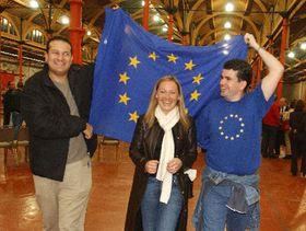 Проявление радости сторонников договора из Ниццы в Асканагапе (Фото: ЧТК)