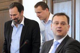 Radek John, Vít Bárta (beide Partei der Öffentlichen Angelegenheiten) und Petr Nečas (ODS). Foto: ČTK