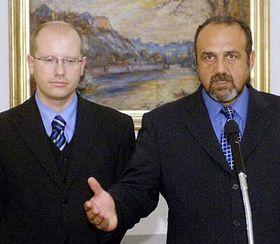 Bohuslav Sobotka (a la izquierda) y Michal Kraus (Foto: CTK)