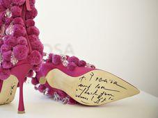 Manolo Blahnik vytvořil pro pražskou výstavu boty inspirované českým folklórem, foto: ČTK