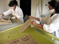 Restaurierung der beschädigten Archivalien