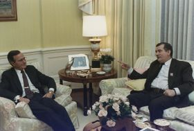 Cita de George Bush y Lech Walesa en Washington (1989), foto:  David Valdez, free domain / Wikipedia