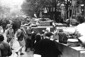 Warsaw pact troops on Vinohradská st., August 1968, photo: archive of Czech Radio
