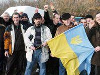 Ukrajinci v Praze demonstrovali na podporu Juščenka (Foto: ČTK)