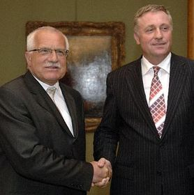 Presidente Václav Klaus y Mirek Topolánek (Foto: CTK)