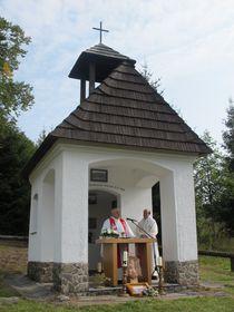 Pfarrer Vendelín Zboroň (links) zelebrierte den Gottesdienst (Foto: Martina Schneibergová)
