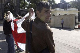 Грузины провели демонстрацию перед посольством РФ в Праге (Фото: ЧТК)