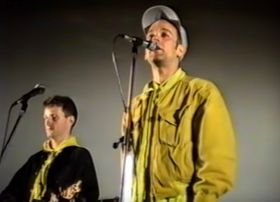 Billy Bragg and Michael Stipe on stage at the summer cinema in Olomouc, June 7, 1990, photo: YouTube