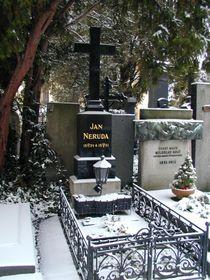 Могила Яна Неруды на пражском Славине (Фото: Яна Шустова, Радио Прага)