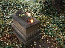 Lápida de Anna Degenová, foto: Štěpánka Budková