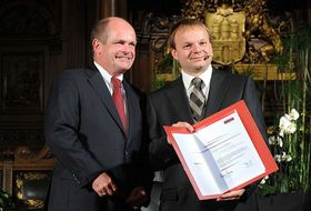 Christian Wriedt, Vorsitzender des Vorstands der Körber-Stiftung, und der Körber-Preisträger 2010 Jiří Friml (Foto: David Ausserhofer, www.koerber-stiftung.de)
