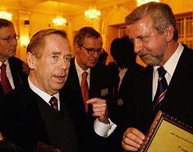 Václav Havel (vlevo) na Fóru 2000, foto: ČTK