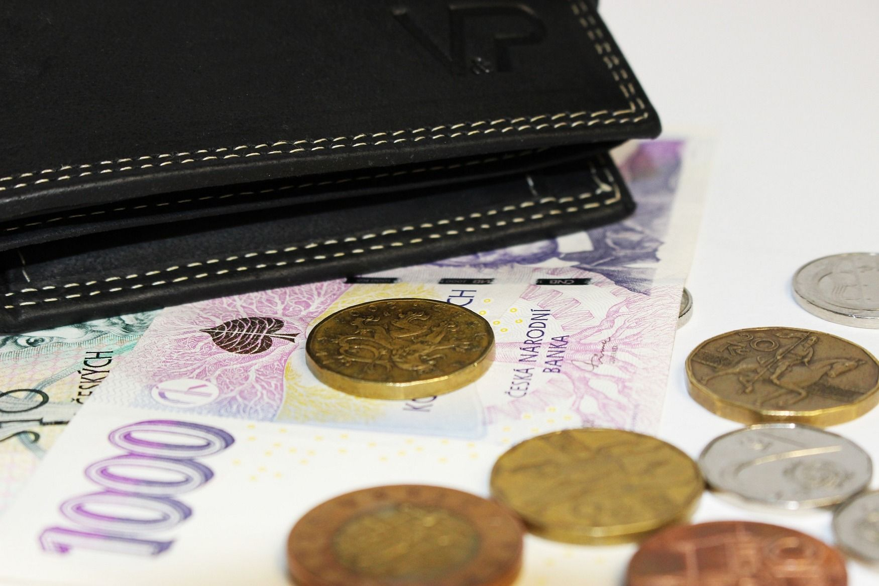 Czechs' financial literacy far from stellar, says survey