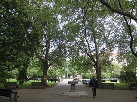 Pítko na náměstí Míru, foto: Enfo, Wikimedia Commons, CC BY-SA 3.0