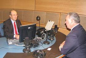 Albio Sires y Freddy Valverde en el estudio de Radio Praga