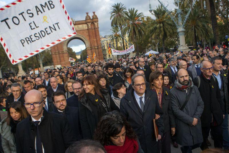 Quim Torra (en el centro) en Barcelona 18 de noviembre de 2019, foto: ČTK/AP/Joan Mateu