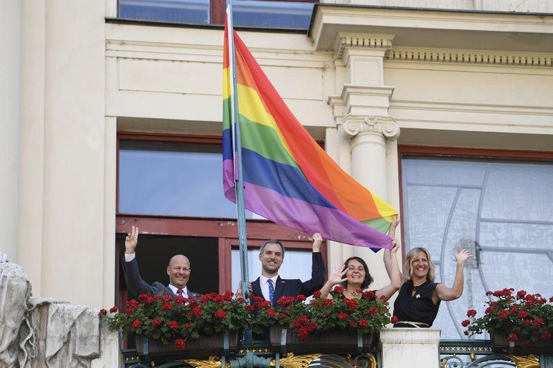 Vicealcalde Petr Hlubuček, Alcalde Zdeněk Hřib, Directora del Prague Pride Hana Kulhánková y Consejera Hana Třeštíková, foto: ČTK / Ondřej Deml
