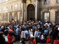 Les fugitifs est-allemands devant l'ambassade de la RFA à Prague, 1989, photo: www.prag.diplo.de