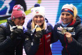 Susan Dunklee, Marte Olsbu Roeiseland und Lucie Charvátová (Foto: ČTK / AP Photo / Matthias Schrader)
