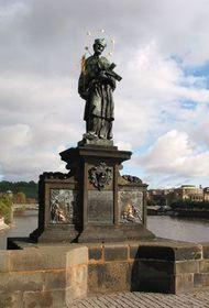 Estatua de S. Juan Nepomuceno en el puente