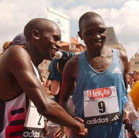 Willy Cheruiyot y Paul Kanda Kangogo, foto: CTK