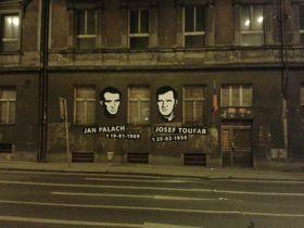 Bývalou kliniku vLegerově ulici připomínají portréty zdejších nejznámějších pacientů, foto: Jklamo, Wikimedia Commons, CC BY-SA 3.0