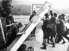 Sudeten Germans in 1938, photo: Bundesarchiv, Bild 183-58507-003 / CC-BY-SA 3.0