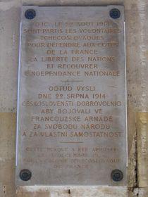 La plaque apposée en 1934 dans la galerie de Valois, Palais Royal, Paris, photo: Archives de Jean-Philippe Namont