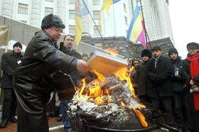 Украинские писатели демонстрировали в Киеве (Фото: ЧТК)