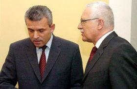 Presidente checo, Václav Klaus (a la derecha) y ministro de Defensa, Karel Kühnl (Foto: CTK)